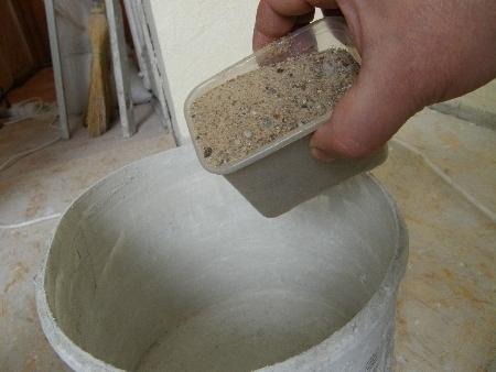 """Как приготовить раствор для штукатурки: видео-инструкция по монтажу своими руками, особенности состава """"цемент-песок"""", цена, фото"""