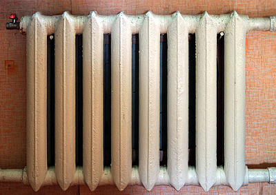 Покраска чугунных радиаторов отопления: площадь окраски секции, какой краской красить, видео и фото