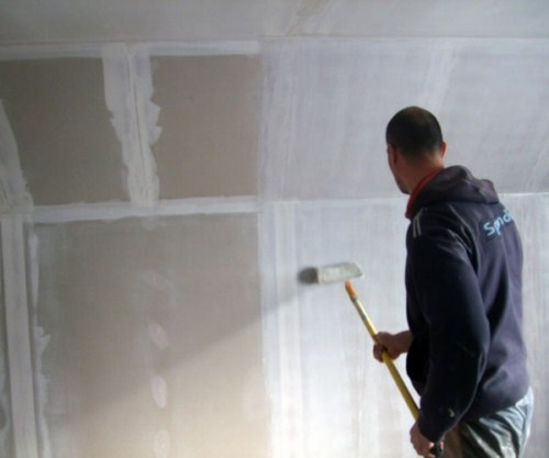 Шпаклевание стен под обои своими руками: надо ли, зачем, чем лучше шпаклевать, сколько стоит зашпаклевать, видео-инструкция, фото и цена