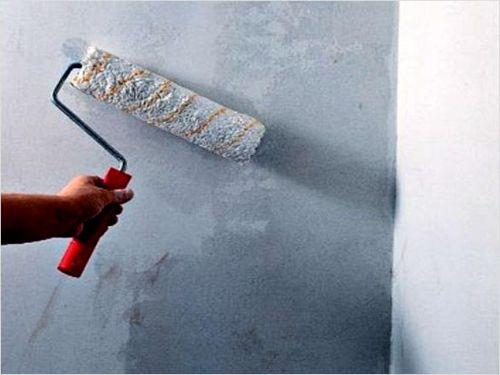 Шпаклевание стен под обои: видео-инструкция по монтажу своими руками, зачем, надо ли, сколько раз шпаклевать, чем зашпаклевать, стоимость, фото и цена