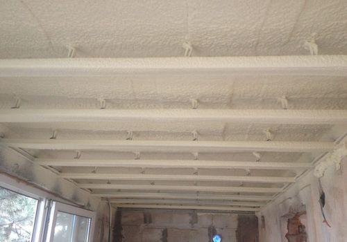 Чем отделать потолок лоджии