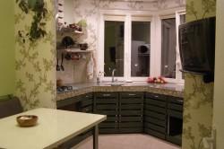 Дизайн кухни с выходом на балкон для расширения пространства (фото и видео)