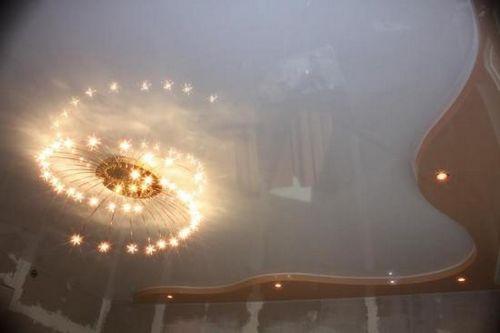 Фото люстр для натяжных потолков