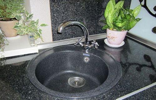Искусственный камень в интерьере кухни: дизайн и интерьер своими руками (видео)