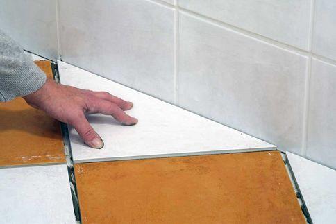 Как класть плитку на плитку: фото, видео инструкция