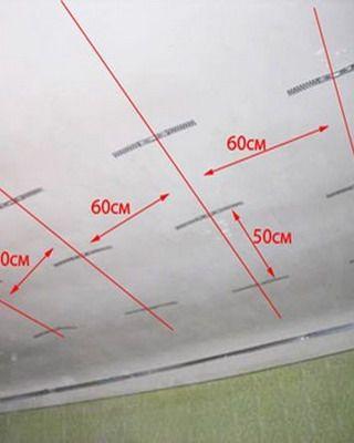 Как клеить потолочную плитку на потолок: на видео - оклейка потолка плиткой