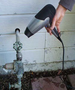 Как отогреть замерзший водопровод под землей