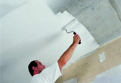 Как покрасить потолок водоэмульсионной краской правильно краскопультом: фото- и видео- инструкция