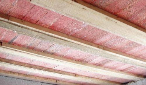 Как правильно подшить черновой потолок доской?