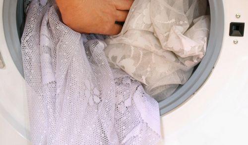 Как стирать и гладить тюль? При какой температуре производить стирку в стиральной машине-автомат