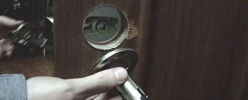 Как установить дверную ручку своими руками: инструкция