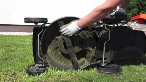 Как выбрать бензиновую самоходную газонокосилку