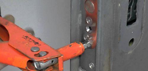 Личинка замка входной двери: как поменять своими руками