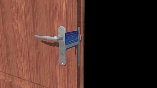 Не открывается дверь: как открыть если она захлопнулась
