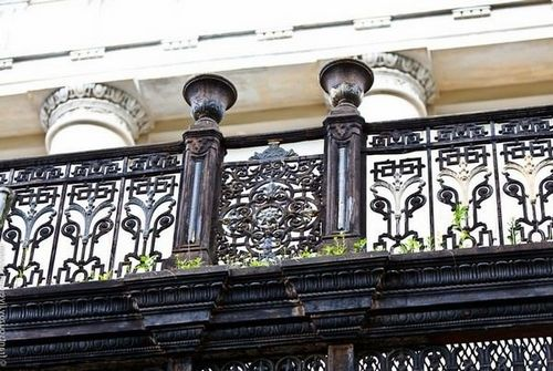 Перила для балкона: виды балконных ограждений, как сделать своими руками, фото