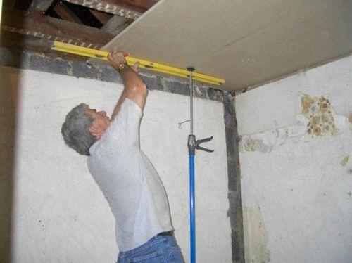 Пошаговая технология монтажа потолка из гипсокартона, устанавливаем потолочную конструкцию своими руками, с помощью видео и фото.