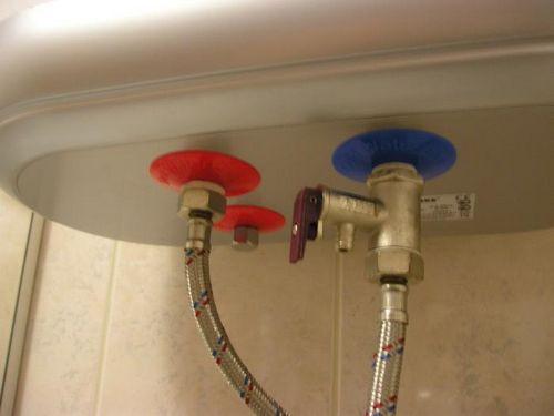 Предохранительный клапан: для бойлера обратный, для водонагревателя сброс давления воды, подрывная установка