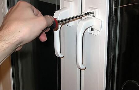 Регулировка пластиковых балконных дверей: инструкция, как сделать своими руками, видео