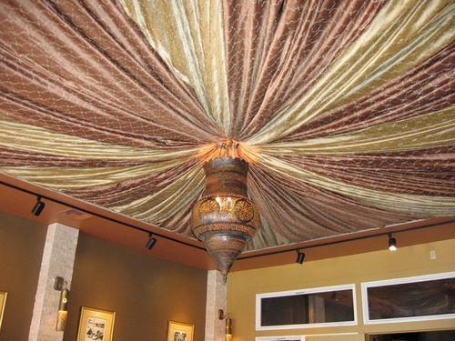 Тканевые потолки: процесс покрытия, варианты отделки.
