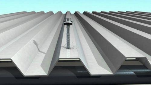 Укладка профнастила на крышу: инструкция