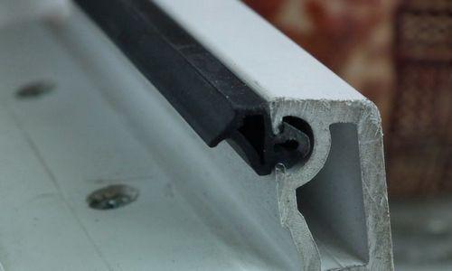 Уплотнитель для дверей: виды материалы и размеры