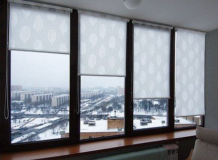 Жалюзи на пластиковые окна: как выбрать, вертикальные, горизонтальные, рулонные, фото