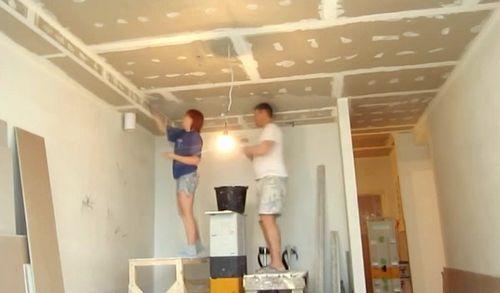 Как штукатурить потолок?